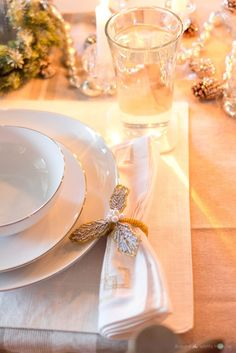Holiday-Christmas Home Tour-Around the Watts House-Dinging Room Table Setting