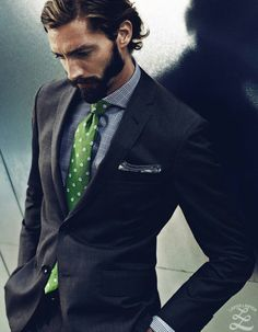 How to wear a green necktie