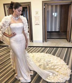 @sonamkapoor How stunning is this look?!  #RalphandRusso #Cannes2016 #PakistanStyleLookbook