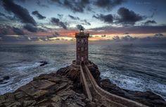 TRES BELLE PHOTO D'ARTISTE MATHIEU RIVRIN  phare-de-kermorvan-avant-la-nuit-le-conquet-finistere-bretagne-france-mathieu-rivrin-photographies