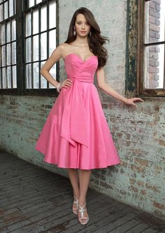 Sweetheart neckline with a 50's A-line skirt and big bow tails make this classic beauty.  Just add shoes, jewels and flowers in the hair.