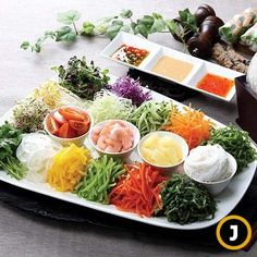 여름에 먹기 좋은 월남쌈 월남쌈 [사진 중앙포토] Indian Food Recipes, Asian Recipes, Healthy Recipes, Easy Cooking, Cooking Recipes, Clean Eating, Healthy Eating, K Food, Food Obsession