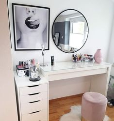 """My Makeup Room on Instagram: """"🇨🇵 Coiffeuse et chaise idéale 👍 🇬🇧Perfect dressing table and chair 👍 More inspiration for your Makeup Room 👉 @my_makeup_room⠀ .⠀ .⠀ .⠀ .⠀…"""""""