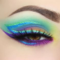 """@giuliannaa's CUPCAKES AND MONSTERS look!  Also using her HYDRA LINERS in Fantasy Eyeland (chrome green) and Blue Steel (Chrome blue)  8 Shade Palete with…"""