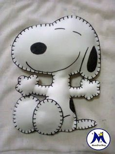 Sewing Toys, Sewing Crafts, Sewing Projects, Felt Crafts Patterns, Applique Patterns, Snoopy Christmas, Felt Christmas, Felt Dogs, Felt Fabric