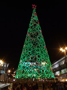 Christmas Tree photo taken by enric archivell, by artist Ágata Ruiz de la Prada. Puerta del Sol, Madrid, Spain