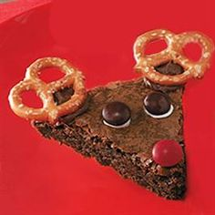 Brownie Reindeer....kid fun! bake, cut out in triangles and decorate!