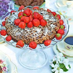 Chokladbotten, ett täcke av Rice krispies och jordgubbar – en perfekt kombination.