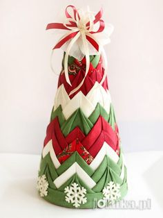 """Quilted"" Christmas tree"