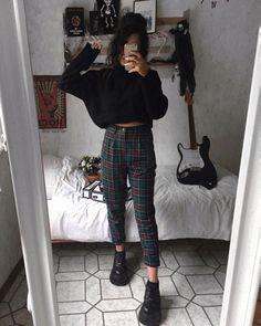 """Rama lama on Instagram: """"1 or 2?🌷 *anzeige(Verlinkungen) • • • • • • #alternativefashion #plaidpants #darkfashion #grungeaesthetic #grungestyle #outfitinspo…"""" #grungeoutfits"""