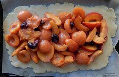 Placinta cu fructe Shrimp, Sausage, Meat, Food, Sausages, Essen, Yemek, Meals
