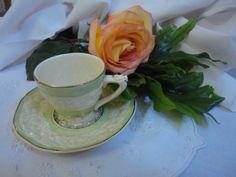 Xícara de café (porcela inglesa). Comprei na Feira de Santelmo em Buenos Aires-Argentina.