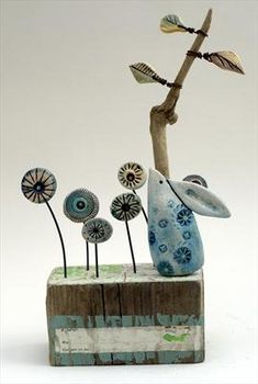 Shirley Vauvelle is an artist, painter, sculptor and ceramicist. View their art website showing sculptures, paintings, ceramics and textiles. Pottery Animals, Ceramic Animals, Driftwood Sculpture, Pottery Sculpture, Clay Flowers, Ceramic Flowers, Clay Projects, Clay Crafts, Ceramic Clay