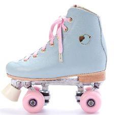 "Skating and Singing: ""New"" model of quad skates Antix Roller Derby, Roller Skating, Rio Roller, Rollers, Art Football, Roller Skate Shoes, Quad Skates, Accessoires Iphone, Skater Girls"