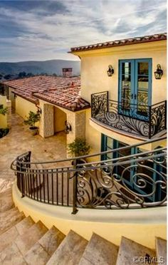 Love coloring of house.I'd use different stone colors. Love turquoise trim on accent areas on home Mediterranean Style Homes, Spanish Style Homes, Spanish House, Spanish Colonial, Mexican Hacienda, Hacienda Style, Spanish Architecture, Architecture Design, Exterior Colors