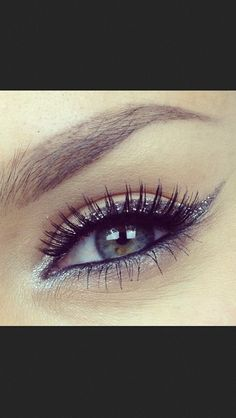 Glitter eyeliner is great for those nights when you want to put in a little extra effort! #glitter #makeup #eyes
