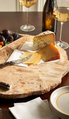 Revered for its fascinating origin, golden-bronze color and exquisite detail, petrified wood is a natural work of art. It takes center stage on your indoor or outdoor buffet with our lazy Susan.