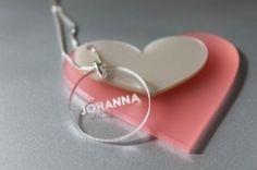 ett smykke til min datter med hennes navn på.