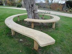 Садовая скамейка вокруг дерева — прекрасная идея для дачи. Фото | Обустройство загородного дома и участка своими руками