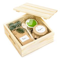 Wood Packaging, Gift Box Packaging, Birthday Present Diy, Friend Birthday Gifts, Gift Crates, Wooden Soap Dish, Coffee Box, Wedding Gift Wrapping, Curated Gift Boxes