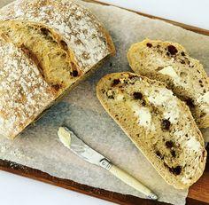 7 simple ingredients making the perfect breakfast loaf Muesli Bread, Kneading Dough, Pizza Bake, Perfect Breakfast, Quick Bread, Bread Baking, Baking Recipes, Vegetarian, Homemade