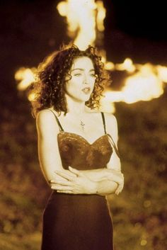 Madonna Curls and dark hair Mtv, Madonna Like A Prayer, Divas Pop, Madona, Madonna Pictures, Madonna 80s, Lady Madonna, La Madone, Iconic Dresses