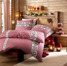 Draps de lit : Vous voilà dans de beaux draps ! Christmas Interiors, Christmas Bedroom, Chalet Design, House Design, Swiss House, Rustic Room, Cabins And Cottages, Interior Design, Furniture