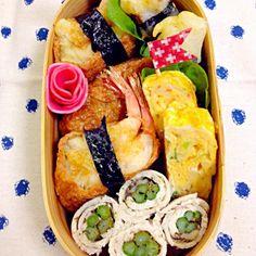 市販のいなりのあげに海老を揚げて天丼タレかけて…海苔で巻き! 長いもも海苔で巻いた天ぷら(o^^o)  今日はazukiさんの様な卵焼きだよ〜 かにかま、ネギ、チーズ❗️ azukiさん食べともでよろしくね〜 - 183件のもぐもぐ - いなり寿司海老天のせ by soracafe