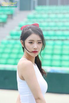 Pretty Korean Girls, Sexy Asian Girls, Kpop Girl Groups, Kpop Girls, Singer Fashion, Asian Hotties, Asian Celebrities, Star Girl, Korean Actresses
