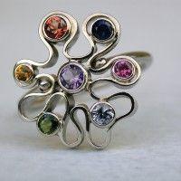 wit gouden ring met diverse gekleurde saffieren goudsmid zilversmid arnhem