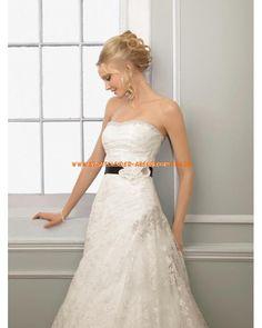 Trägerlos Elegante Brautkleider 2013 aus Spitze mit Blumen und Schleppe