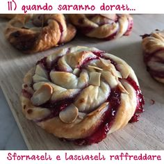Girandole di sfoglia - I want to try Biscotti Cookies, Cupcake Cookies, Delicious Desserts, Yummy Food, Bite Size Desserts, Puff Pastry Recipes, Italian Cookies, Desert Recipes, I Love Food