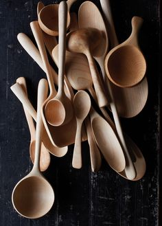 28 Delicate beautiful wooden kitchen utensils - Everything you are looking Wooden Spoon Carving, Carved Spoons, Wood Spoon, Woodworking Inspiration, Wooden Kitchen, Whittling, Kitchen Utensils, Wood Turning, Wood Art