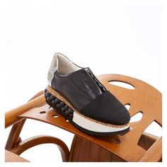 AGL - Attilio Giusti Leombruni Different materials blend together in an urban and ultra-glamorous creation. Japanese Culture, Contemporary Design, Baby Shoes, Glamour, Black And White, Sandals, Sneakers, Leather, Shopping
