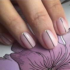 Opting for bright colours or intricate nail art isn't a must anymore. This year, nude nail designs are becoming a trend. Here are some nude nail designs. Nail Art Simple, Simple Nail Designs, Minimalist Nails, Fabulous Nails, Perfect Nails, Love Nails, Fun Nails, Lines On Nails, Manicure E Pedicure