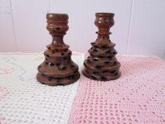 Vintage 2 Chandeliers en bois de BANKSIA  d'Australie fait à la main /  2 Vintage wooden Candlesticks BANKSIA Australian handmade de la boutique Roselynn55 sur Etsy