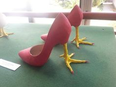 High Heel Chicken Feet - Funny Duck - Funny Duck meme - - High Heel Chicken Feet Shoes - we want these for the National Chicken Wing Festival in Buffalo NY! The post High Heel Chicken Feet appeared first on Gag Dad. Crazy Shoes, Me Too Shoes, Weird Shoes, Chicken Shoes, Chicken Legs, Half Chicken, Chicken Suit, Objet Wtf, Funny Shoes