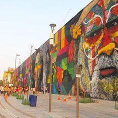 """""""Cidade Maravilha do trabalho da beleza e do caos"""" E o maior mural de grafite do mundo em meio ao caos. Quem conhece a região sabe do que tô falando... #FernabdaAbreu #BoulevardOlimpico .  O mural do @kobrastreetart representa as 4 nações unidas e e ajudou a revitalização da região portuária que merece uma visita de ponta a ponta sim. O que nem todo mundo sabe é o passado/presente da região. . Pude acompanhar a obra dia após dia e a mudança foi da água pro vinho. Não pense você entretanto…"""