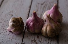 Garlic has known beneficial effects on common causes of chronic disease, so it makes perfect sense that it could help you live longer. #healing  #adaptogens  #superfoods  #foodasmedicine  #plantbased  eating#fresh  #superfood  #eattherainbow  #nourish  #healthy