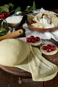 Заварное тесто для вареников с вишней — рецепт с фото на Русском, шаг за шагом. Предлагаю вариант заварного теста на молоке. Из такого теста получаются почти идеально белые и очень вкусные вареники с вишней. вареники #завтрак #утро #еда #рецепт #рецепты Cookery Books, Bread Bun, Pastry Shop, Tea Cakes, Food Cravings, Food Art, Catering, Bakery, Food And Drink