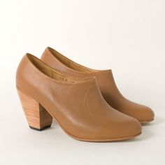 Dieppa Restrepo Lady Boot in Camel (via Frances May). For once they are not sold out in my size! Amazing.