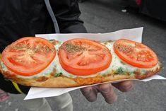 Reisebericht: Vier Tage in Krakau - Reisetipp von christine unterwegs Fresh Rolls, Salmon Burgers, Restaurant, Ethnic Recipes, Food, Krakow, Travel Report, Travel Advice, Food Food