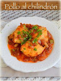 Receta casera de pollo al chilindrón. Fácil, rápida. Con patatas fritas y guindilla.