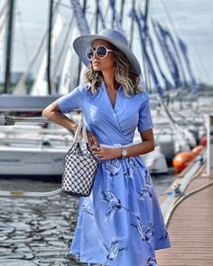 Beauty Tips, Celebrity Style and Fashion Advice from, You can collect images you discovered organize them, add your own ideas to your collections and share with other people. Teen Fashion, Spring Fashion, Fashion Outfits, Womens Fashion, Fashion Shoes, Classy Outfits, Fall Outfits, Cute Outfits, Vestido Casual