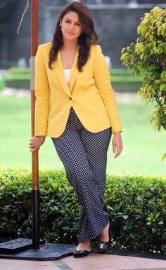Huma Qureshi Hot Pics Photos New Images Shorts Bollywood Photos, Indian Bollywood, Bollywood News, Indian Celebrities, Bollywood Celebrities, Most Beautiful Indian Actress, Beautiful Actresses, Beauty Full Girl, Beauty Women