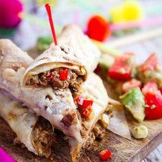 Tex Mex när den är som bäst, krämiga köttfärsburritos med en fräsch tomat- och avokadosallad! Här hittar du receptet på våra köttfärsburritos.
