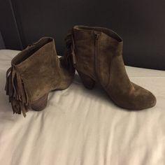 Size 8 Jessica Simpson booties Jessica Simpson booties. Barely worn. Jessica Simpson Shoes Ankle Boots & Booties