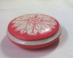 Scatolina rotonda. Terracotta decorata a mano di MITOlibertyW su DaWanda.com