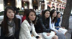 Mannequins chinois à Paris. La CHine envoie des policiers chinois à Paris pour rassurer les touristes. Osvaldo_Villar via  Reuters