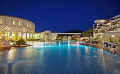 Sandos Papagayo Beach Resort Hotel is located on the beach front Las Coloradas between the Village Playa Blanca and the Papagayo Beach in the south of Lanzarote. From